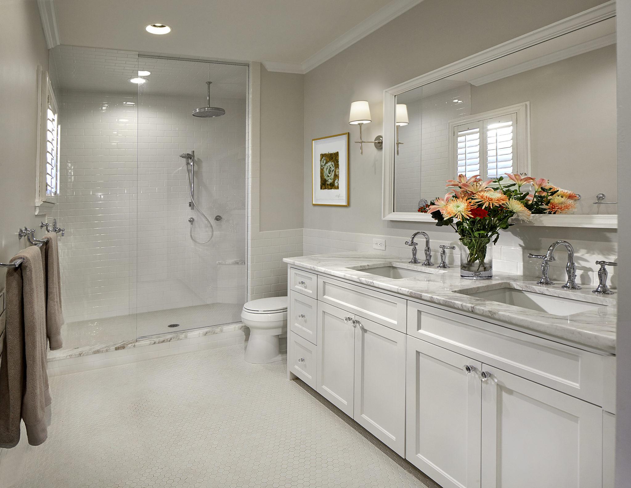 Neutral full bath with rain shower head